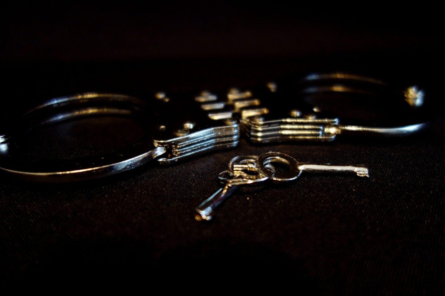 Ongebreideld fantaseren over een keertje bonken met boeien - niemand houd je tegen. (Wel de sleutel goed bewaren als het er van komt.)