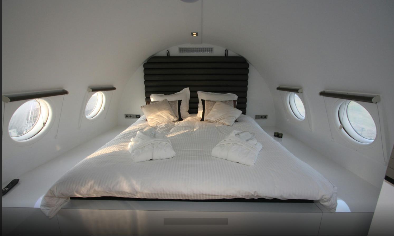 Een kingsize bed in een privé-jet boeken, is ook een optie. Foto hotelsuites.nl