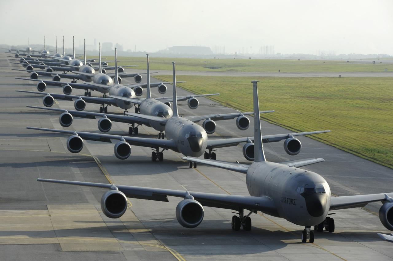 Vrijwel alle passagiersvliegtuigen staan wereldwijd aan de grond.